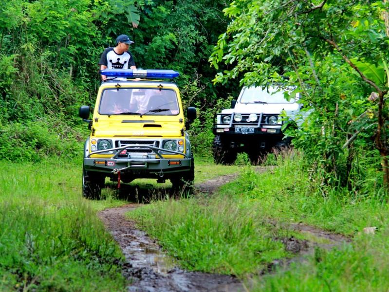 Jeeptour in das Hinterland von Candidasa auf Bali.