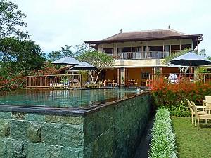 Aussenansicht vom komfortablen Hotel in Munduk
